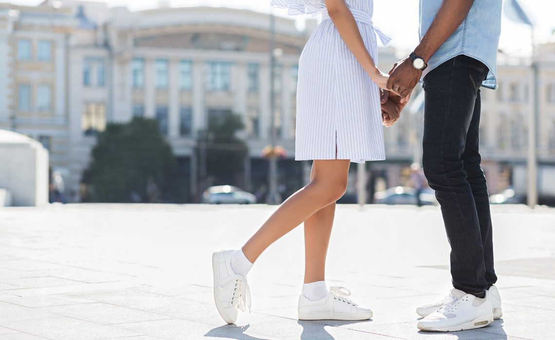 5 Pros and 4 Cons of Online Dating