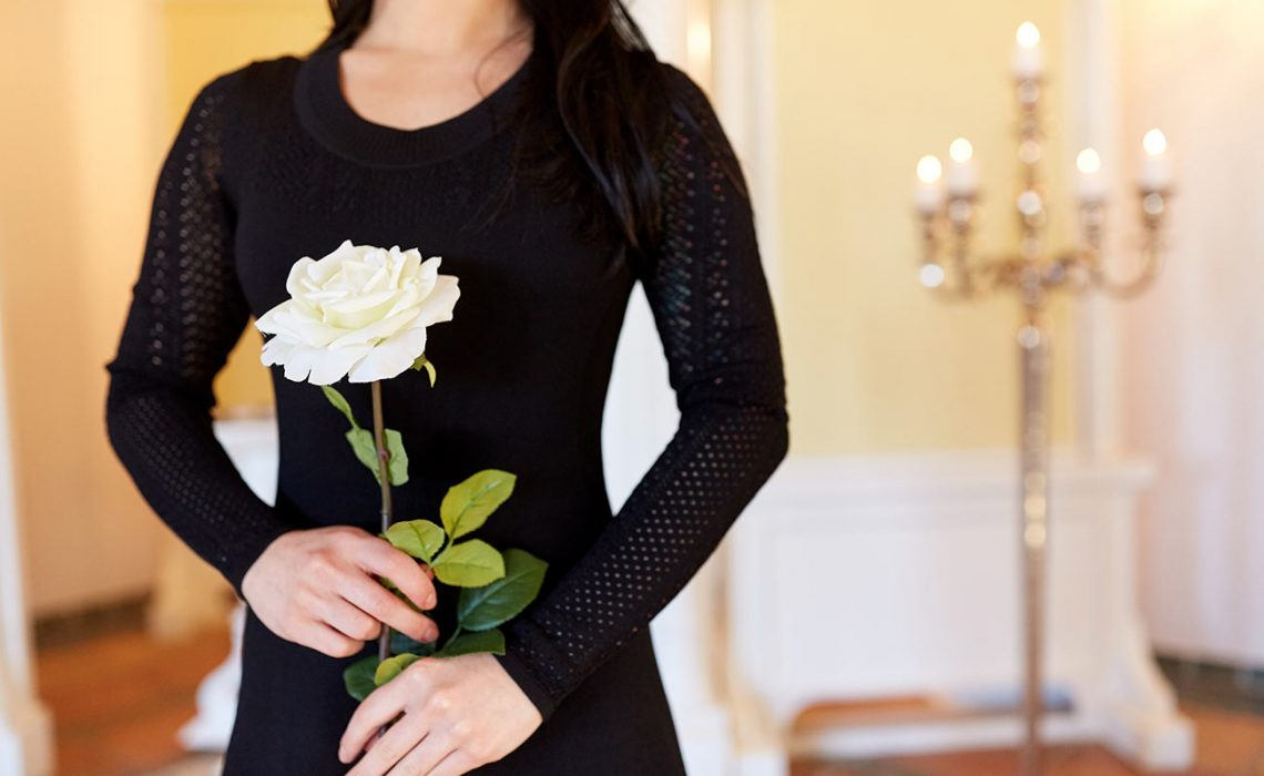 Etiquette and FAQ for choosing flowers for a funeral
