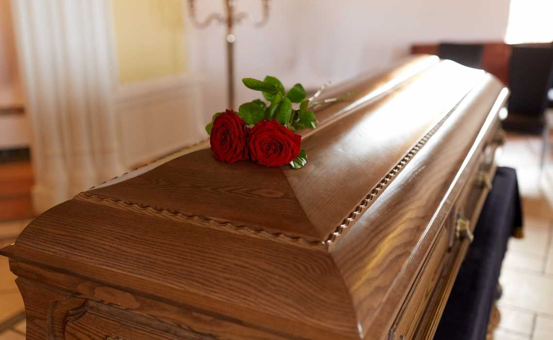 Buying a Funeral Casket? Here Are 5 Cost-Saving Tips You Should Know